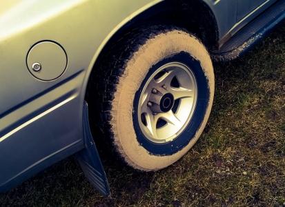 car-stuck-girls