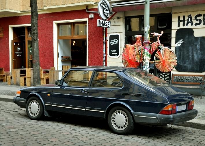 saab-900-street-art